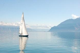 مركب شراعى فى بحيرة جنيف