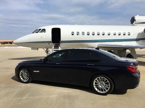 سيارة خاصة تستقبل ال vip فى المطار